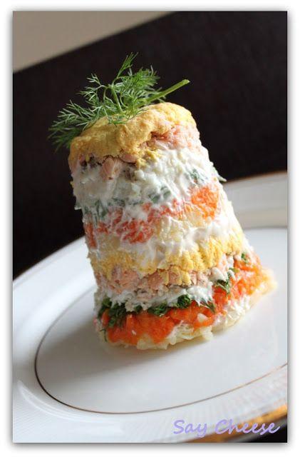 Кулинарный блог Say Cheese: Салат «Мимоза»Ингредиенты:  150 г лосося 3 яйца 1 морковь 1 картошка ¼ пучка зеленого лука ¼ пучка укропа 6 ст.л. майонеза Соль и черный перец по вкусу