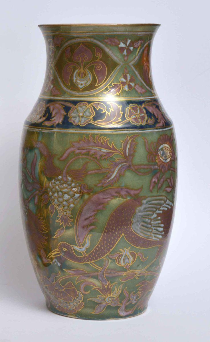 Zsolnay váza 2, porcelánfajansz, trachitopál mázas színesen festett aranyozott virágmintás és pávás díszítéssel. Jelzett: máz alatt kékkel, Zsolnay Pécs TJM öttorony. Fazonszám: 1114 1880- as évek. Magasság: 31,5 cm.
