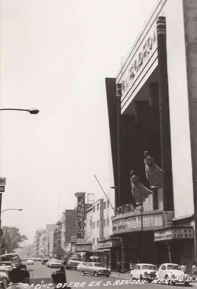 La calle Serapio Rendón, el cine Opera y el teatro Manolo Fábregas...