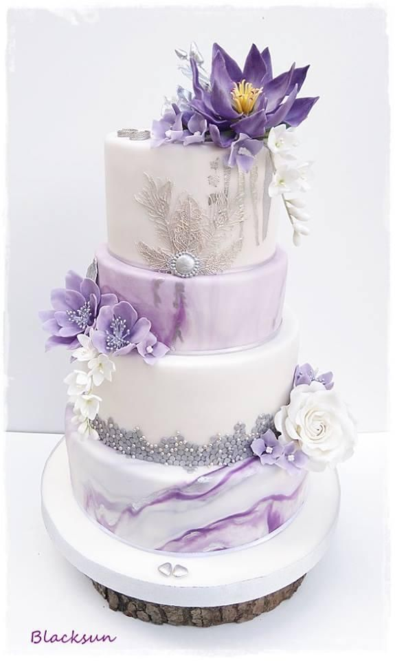 Svadobná fialovo-strieborná torta. Luxusná!   Autorka: Blacksun   Tortyodmamy.sk