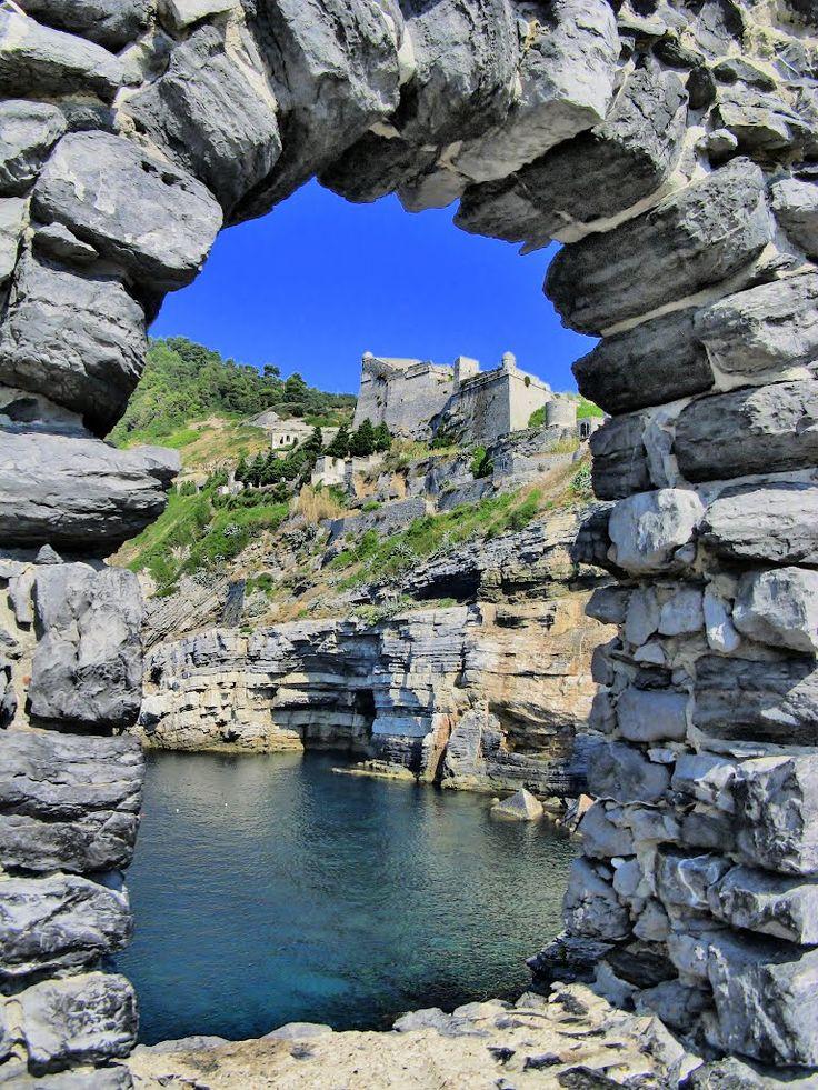 Castello Doria, Portovenere. Apertura al pubblico: si-barriere architettoniche: presenti  Open- no handicap accessible  Da visitare:il borgo, il mare,Isola Palmaria