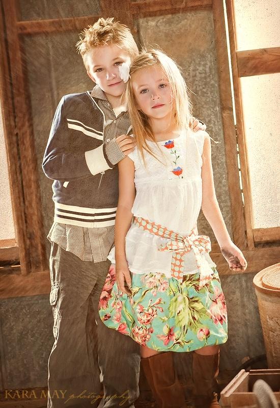 Brother sister pose @ Amanda Jarvis. Super cute pose for Nolan and Julia