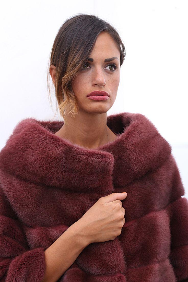 Female Mink Fur with hooks. Giacca di Visone femmina con gancetti. #elsafur #fur #furs #furcoat #mink #vest #gilet #jacket #giacca #peliccia #pellicce