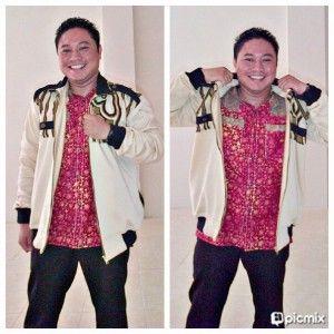 kemeja batik pria cocok jika dipadukan dengan jaket batik dengan warna senada