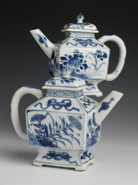 Chinese export porcelain teapots and covers, c. 1720, Kangxi reign, Qing dynasty - SOLD