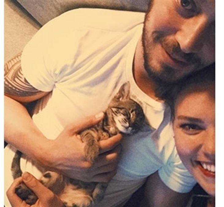 Aslı Enver ve Murat Boz kedi sahiplendi - https://www.habergaraj.com/asli-enver-ve-murat-boz-kedi-sahiplendi/?utm_source=Pinterest&utm_medium=Asl%C4%B1+Enver+ve+Murat+Boz+kedi+sahiplendi&utm_campaign=468298