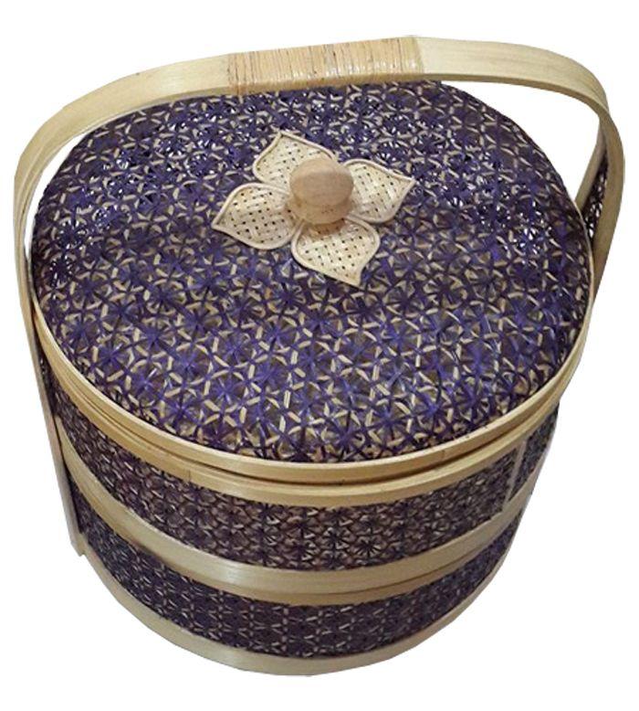 TilaVie Rantang Dua Susun Anyaman - Natural  Bahan : Anyaman Bambu Ukuran : 28.5cm x 28.5cm x 35cm Fungsi : Rantang dua susun ini dapat digunakan sebagai asesoris penghias rumah, selain itu bisa digunakan untuk tempat mengemas seserahan ataupun hantaran dihari bahagia lainnya.