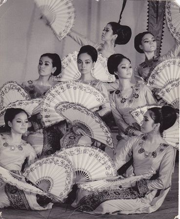 My mom used to to this when she was young. Vintage Bayanihan Dance Troupe  MT The Pearl #inspiration