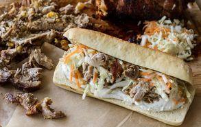 Recipe thumb akis petretzikis sandwich me xoirino kai coleslaw