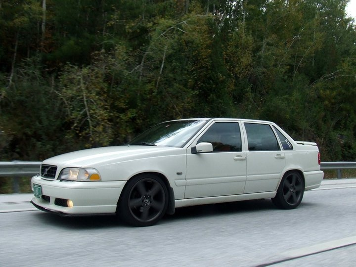 I love Volvo s70's! I want one soo bad!
