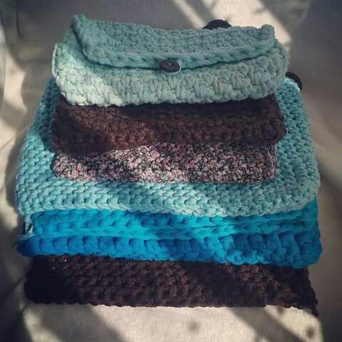 Zpagetti / tshirt yarn / trapillo clutches and sleeves. Crocheted. Mamanufaktura creations (https://facebook.com/mamanufaktura)