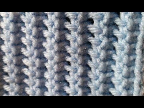Ściągacz na szydełku tunezyjskim: Oczka wykorzystane w tym wzorze to oczka proste i górne oczka tylne. Liczba oczek w podstawie dowolna.