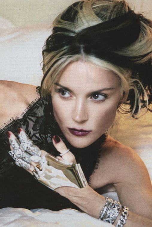 I need a new hairdo.  Kinda loving Daphne Guinness' two tone locks.