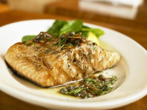 Wildlachs mit Kapernsoße ist ein Rezept mit frischen Zutaten aus der Kategorie Meerwasserfisch. Probieren Sie dieses und weitere Rezepte von EAT SMARTER!