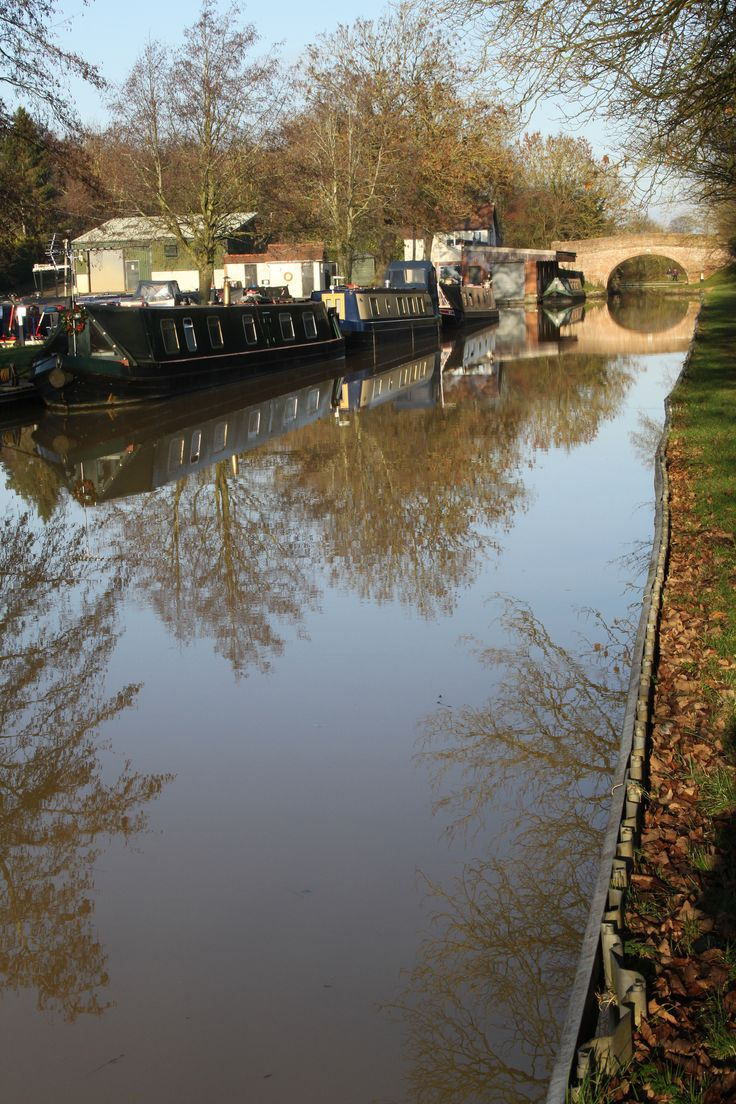 Grand Union Canal near Long Buckby_ England