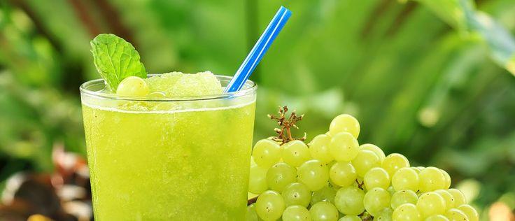 Suco detox de uva com água de coco - Lucilia Diniz