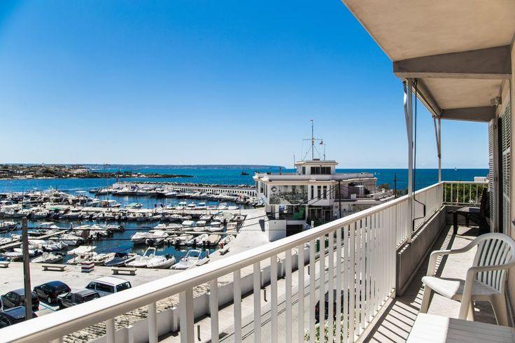 Ciudad Jardín, Palma de Mallorca: First sea line penthouse with spectacular views in Cala Gamba. 3 bedrooms, 2 bathrooms, 425 000 €. Fabulous penthouse!