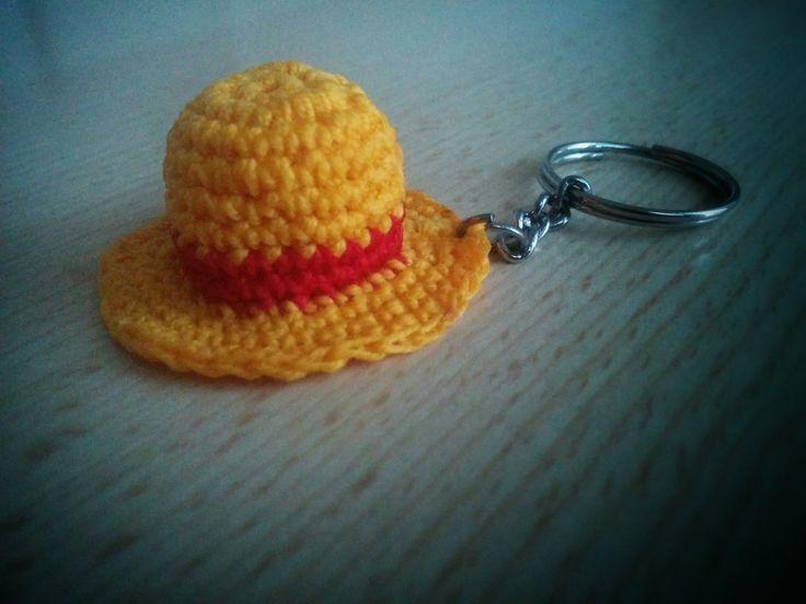 Cappello di paglia all'uncinetto. Crochet straw hat.