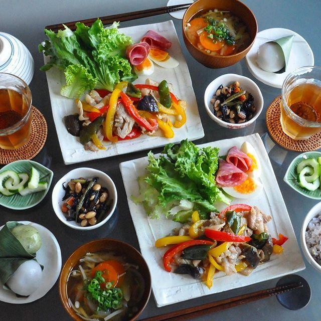 ⭐️dinner 七夕🎋っぽくない#晩ごはん 🍚 笹餅だけ😂 ・ *豚肉とパプリカの味噌炒め、サラダ、ゆで卵、ハム *えのきのお味噌汁、五目豆(作り置き) *きゅうりの酢漬け(作り置き) ・ #おうちごはん#夜ごはん#ワンプレート#クッキングラム#常備菜#作り置き#food#foodporn#instafood#japanesefood#cooking#dinner#locari#kurashiru