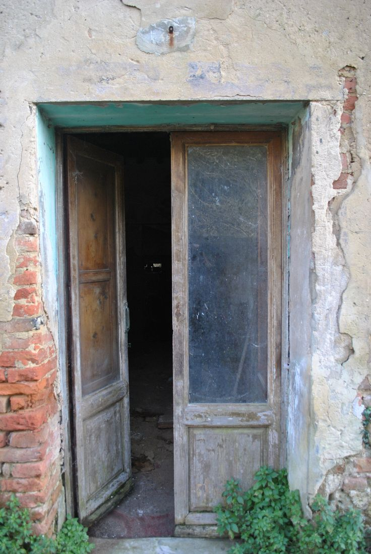 Toiano, the ghost town, Tuscany http://toscanaontheroad.com/?p=203