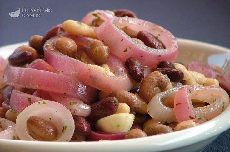Scopri il modo migliore di preparare Insalata ai tre fagioli in 20 minuti. Solo 375 kcal a porzione! Ricetta adatta a vegetariani e vegani.