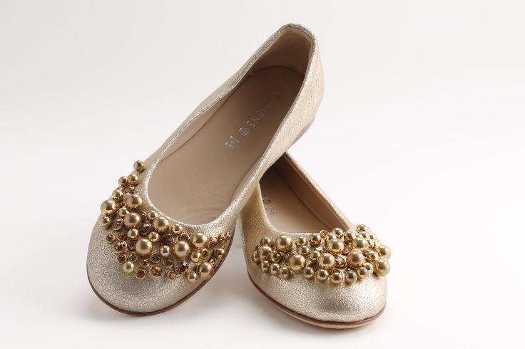 #Venere nella sua versione #Gold con applicazioni #extraluxury per le vostre bimbe chic!!! #Florens #Kidshoes #Springsummer2015 #childrenswear #loszapatos #chicshoes #cerimonia