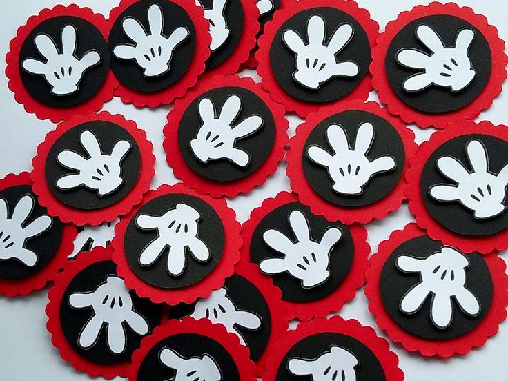 A luva do Mickey não pode faltar na decoração da sua festinha. Decore caixinhas, tubetes, garrafinhas e muito mais com estas lindas tags luva Mickey. Festa Mickey.