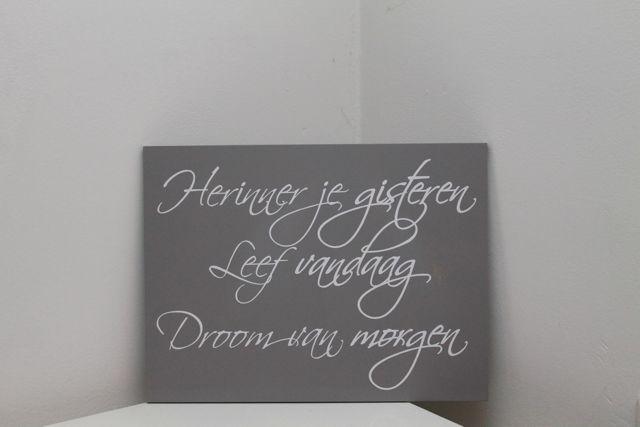 Mooi tekstbord met een zeer toepasselijke tekst, die overal in huis kan worden neergezet. Sfeerhof.nl