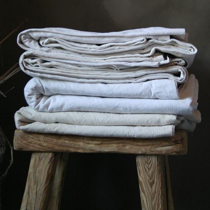 Prachtige oude lakens! #oldlinen #linen #fabrics #sphere #landelijkesfeer #stoer by depotstal