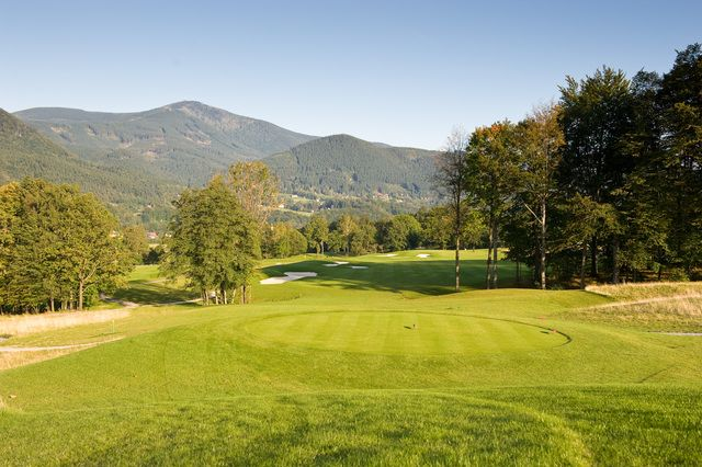 Golf course in the mountains of the eastern Czech Republic, golfbaan in Tsjechië.