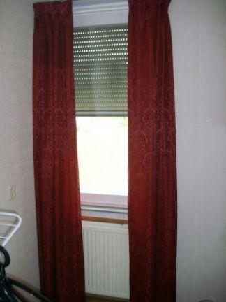 25 beste idee n over rode gordijnen op pinterest luxe woonkamers deuropening gordijn en rode for Moderne meid slaapkamer