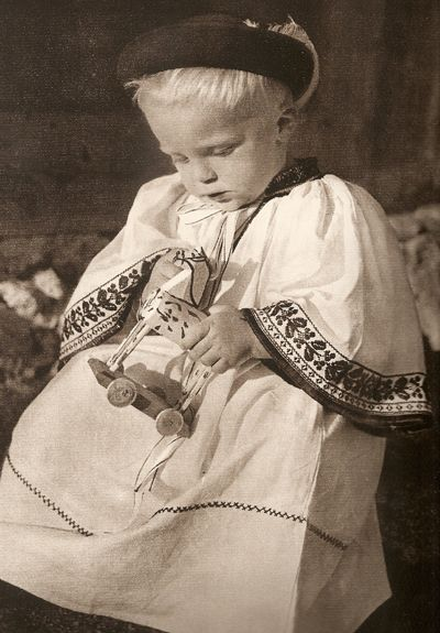 Karel Plicka, slovak folk costume « Archive of the magazine Slavonie