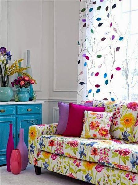 O sofá como protagonista. #salacolorida #colorful #livingroom #decoração