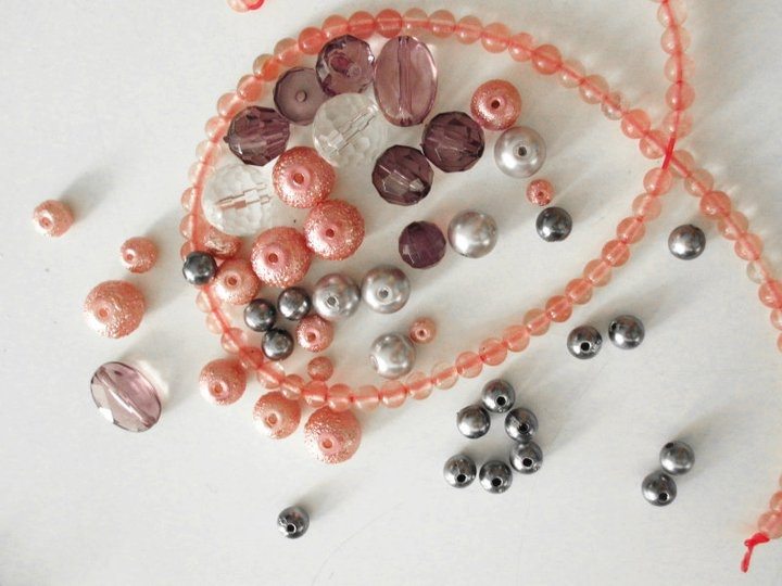 A color sample for a VALERY NOYEN necklace.