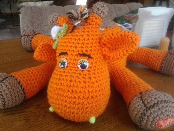 Pillow Pal Giraffe Free Crochet Pattern