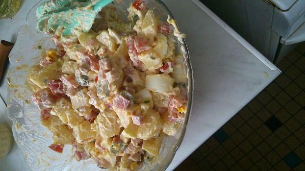 """750g vous propose la recette """"Salade piémontaise maison"""" notée 4.1/5 par 151 votants."""