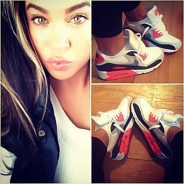 timeless design 0ab05 8878a ... girls wearing jordans and air max kicks one of those days  chicksinkicks  Young teen ...