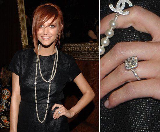 Pin for Later: Die schönsten Eheringe der Stars Ashlee Simpson Ashlee Simpson und Pete Wentz machten ihre Verlobung auf Pete's Blog öffentlich.
