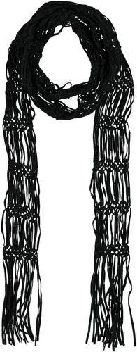 Schal ´´Carla´´ in Häkeloptik wird durch die coole Machart, lange Fransen und seine zeitlose Farbe zum lässigen Begleiter. Das hochwertige Wildleder lässt sich perfekt zu jedem Boho-Outfit kombinieren und verleiht unserem coolen Festival-Look den letzten Schliff. Ein-, zwei- oder dreimal um den Hals gewickelt, kreieren wir mit dem Schal spielend neue Looks. Kombistark und individuell, ein echtes Charakterstück! • Häkel-Schal aus Wildleder • lange Fransen • kombistark • zeitlose Farbgebung…