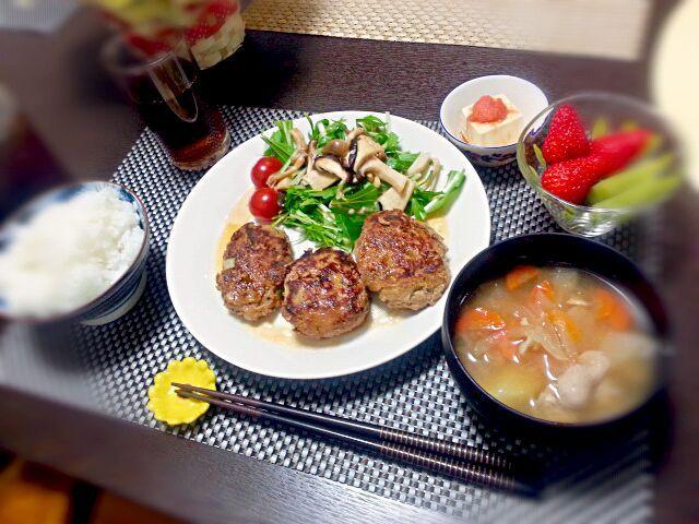4月14日の夕飯。 - 18件のもぐもぐ - 高野豆腐たっぷりつくね 水菜とキノコのサラダ 冷奴 明太子のせ とん汁 イチゴとキウイ by rinkojooj0214