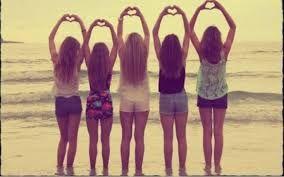 Las verdaderas amigas te aceptan tal como eres, esta a tu lado en las alegrías y las penas, y nunca te juzga.