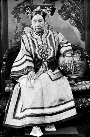 The lady that ordered the boat built was called Empress Dowager Cixi 慈禧太后.