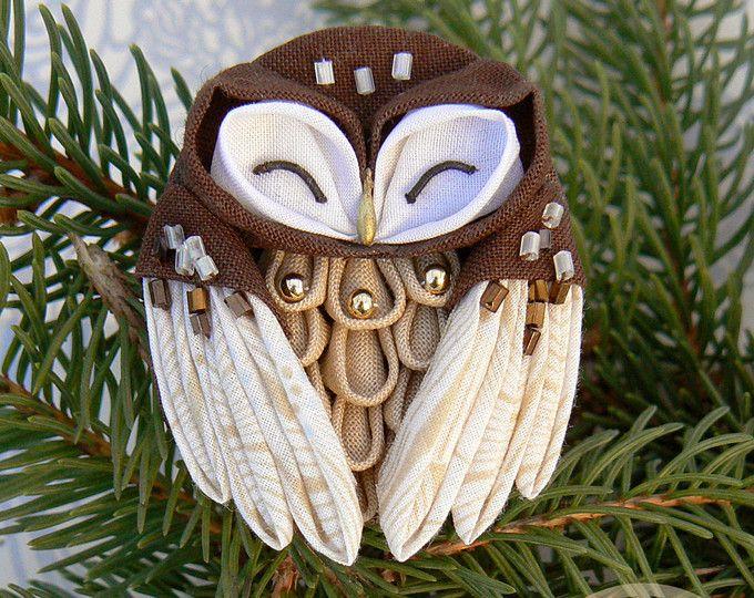 Fabric little cute owl, owl brooch, tsumami zaiku brooch in a japanese style.