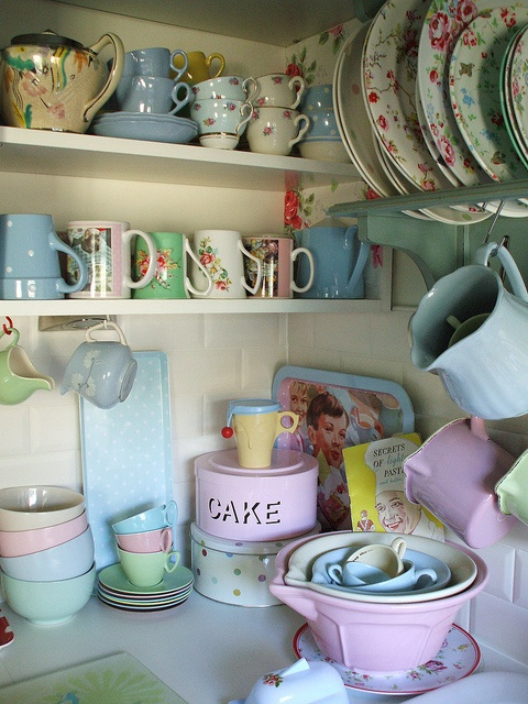 sweet kitchen corner.  Love how everything is out in the open