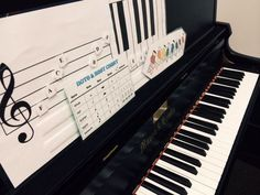 Piano lesson ideas: games, activities and apps for teaching music concepts! CLICK through to read more or save for later! ♫