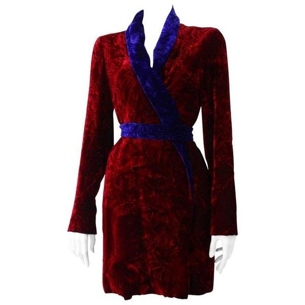 Preowned Istante By Gianni Versace Crushed Velvet Evening Coat... ($2,029) ❤ liked on Polyvore featuring outerwear, coats, black, evening coat, versace, coat with belt, belted coat and versace coat