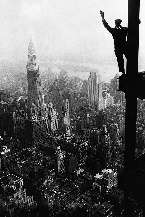 A steel worker balances on a girder during the construction of the Empire State Building in New York City, 1931Photos, Construction Site, Man Waves, New York Cities, Empire States Buildings, Black White, Empire State Building, Chrysler Buildings, Buildings Construction