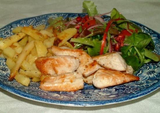Gegrilde kalkoen met salade en pastinaakfrietjes