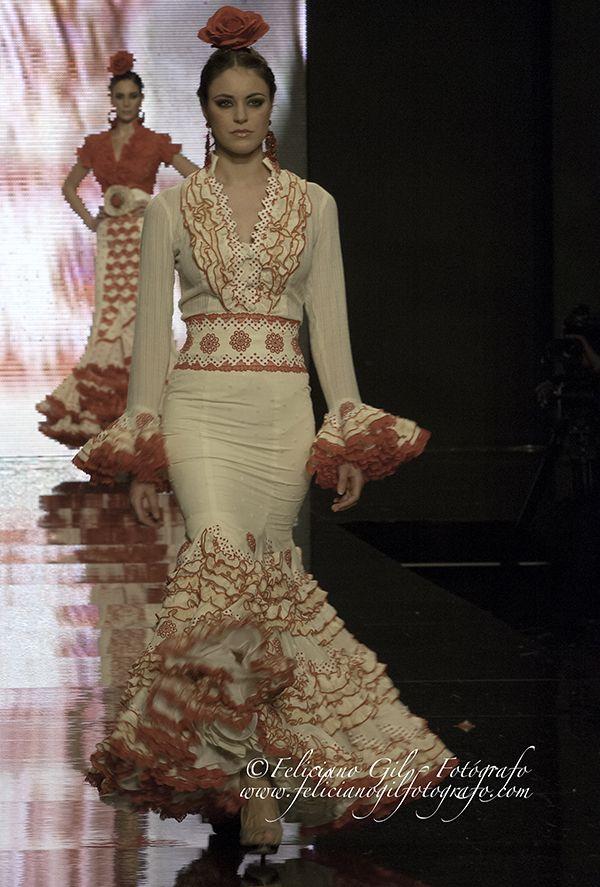 """Feliciano Gil Fotógrafo » Blog Archive » """"Con Solera"""", desfile de Moda Flamenca de la diseñadora Macarena Beato (Faly, de la Feria al Rocío), en SIMOF 2013 - 43"""