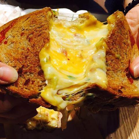 梨泰院の人気チーズグルメ♡あつあつとろとろのグリルチーズサンドウィッチのお店「Melting Monkey」